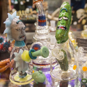 rick and morty pickle rick glass water pipe